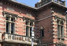 Maison fin XIX denviron 330 mtres carrs sur sous-sol intgral avec jardinBeaux lments dorigine mettre en valeur