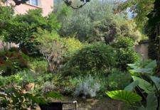 A 5 mn du mtro maison des annes 50 parcelle de 315 M2 environ jardin arbor devant et derire 135 mtres carrs habitables avec possibilits dagrandissement 5 chambres poele bois chauffe eau solaire garage